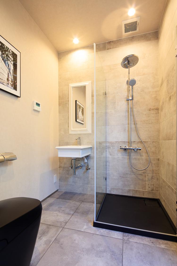 SIBUSAWA STYLE CONCEPT HOUSE 1F トイレ&シャワーブース