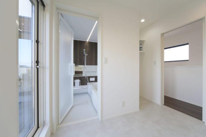 シブサワスタイル 2階 バスルーム 洗面 バルコニー