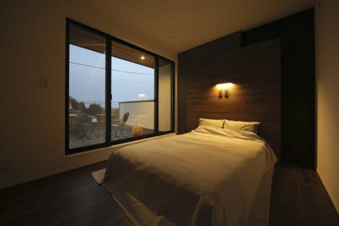 シブサワスタイル 2階 寝室 バルコニー 照明演出