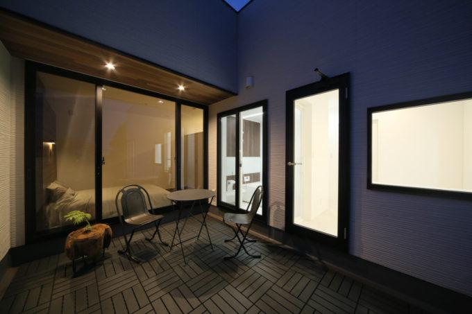 シブサワスタイル リゾート 2階バルコニー 寝室 バスルーム