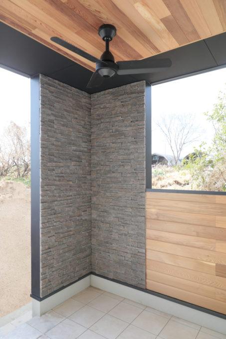 シブサワスタイル リゾート グリーンルーム 屋根付きタイルデッキ