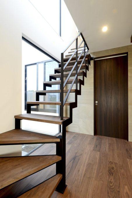 鉄骨階段 玄関ホール シブサワスタイル